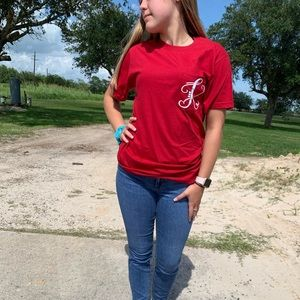 Red initial pocket tee K